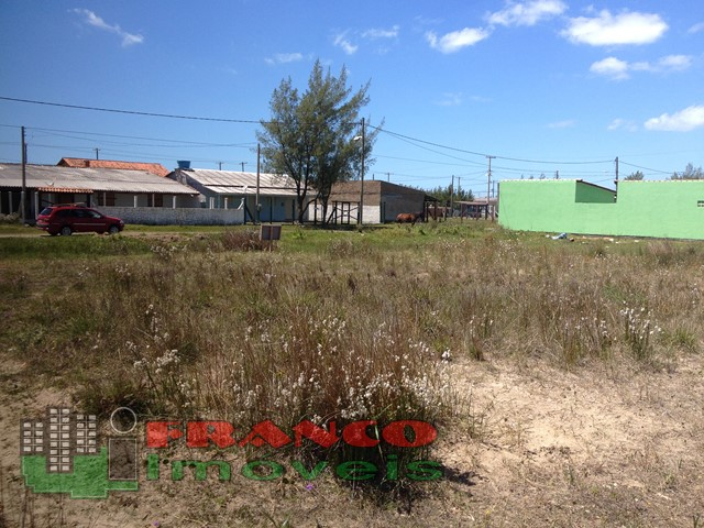 EXCELENTE TERRENO!! 15 x 30m, 3 Qds do Mar!! Confira